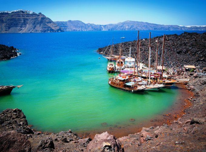 Discover Santorini Like a Local